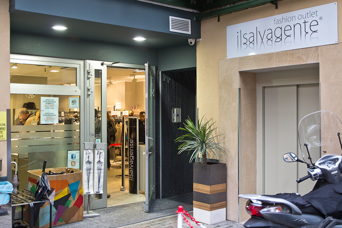 Shopping in mailand il salvagente outlet via torino for Milan outlet