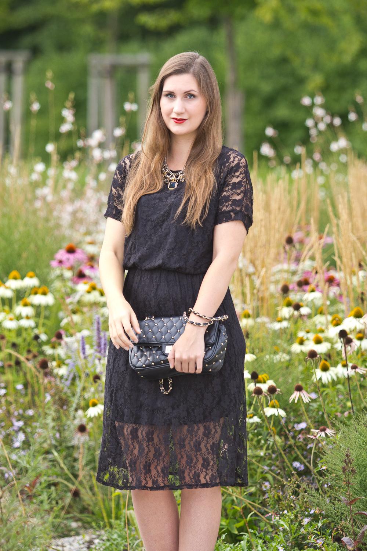 little_black_lace_dress_01