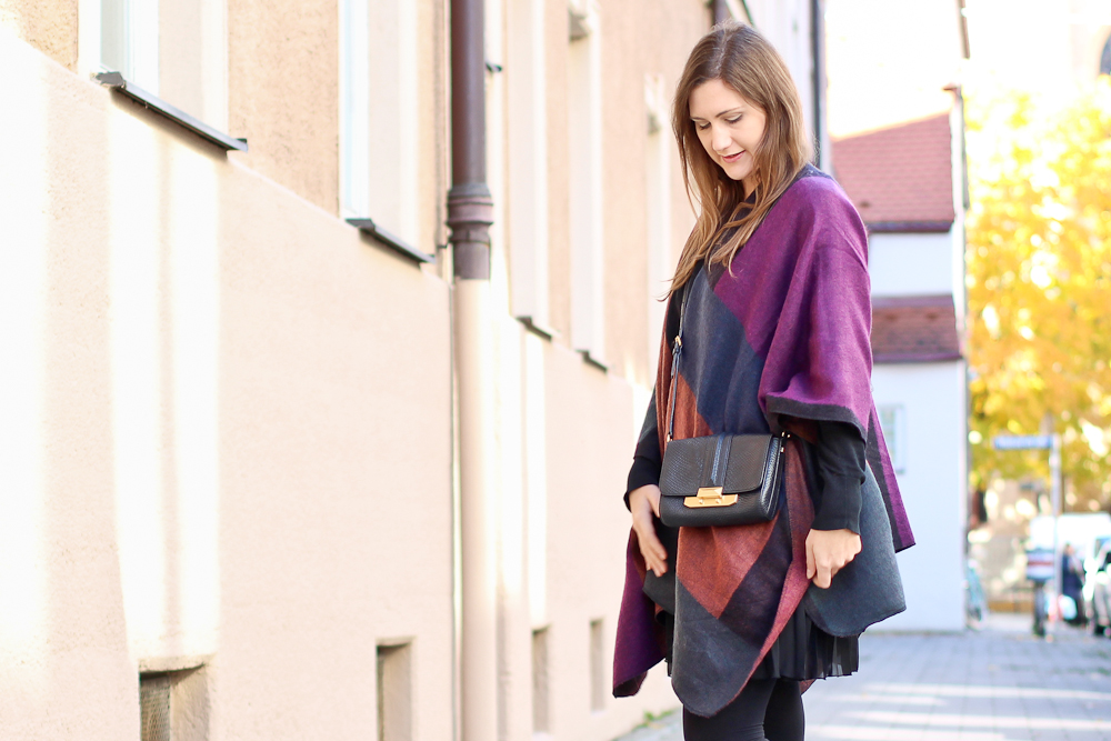 poncho_cape_herbst_outfit_rebecca_minkoff_tasche_tamaris_stiefeletten_05