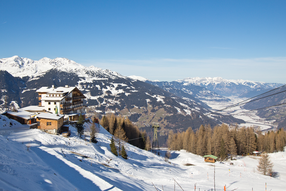 oesterreich_winter_wochenende_ski_rodeln_tirol_hainzenberg_gerloss_zell_ziller_arena_touareg_vw_offroad_mietwagen_hotel_theresa_29