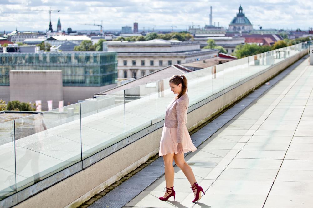 muenchen_dachterrasse_cafe_vorhoelzer_tum_brunch_modeblog_fashion_blog_02