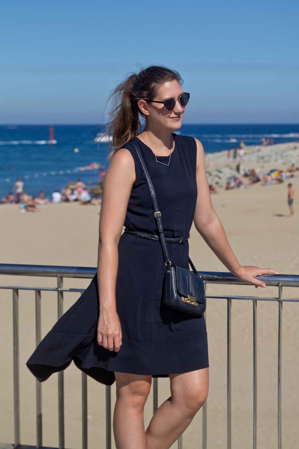 outfit_barcelona_strand_kleid_rebecca_minkoff_modeblog_muenchen_05