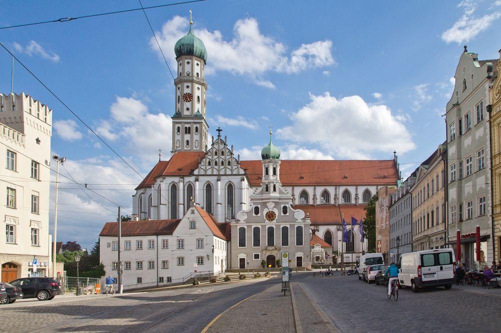 Augsburg_Innenstadt_Rathausplatz_Moritzplat_StUlrich_05