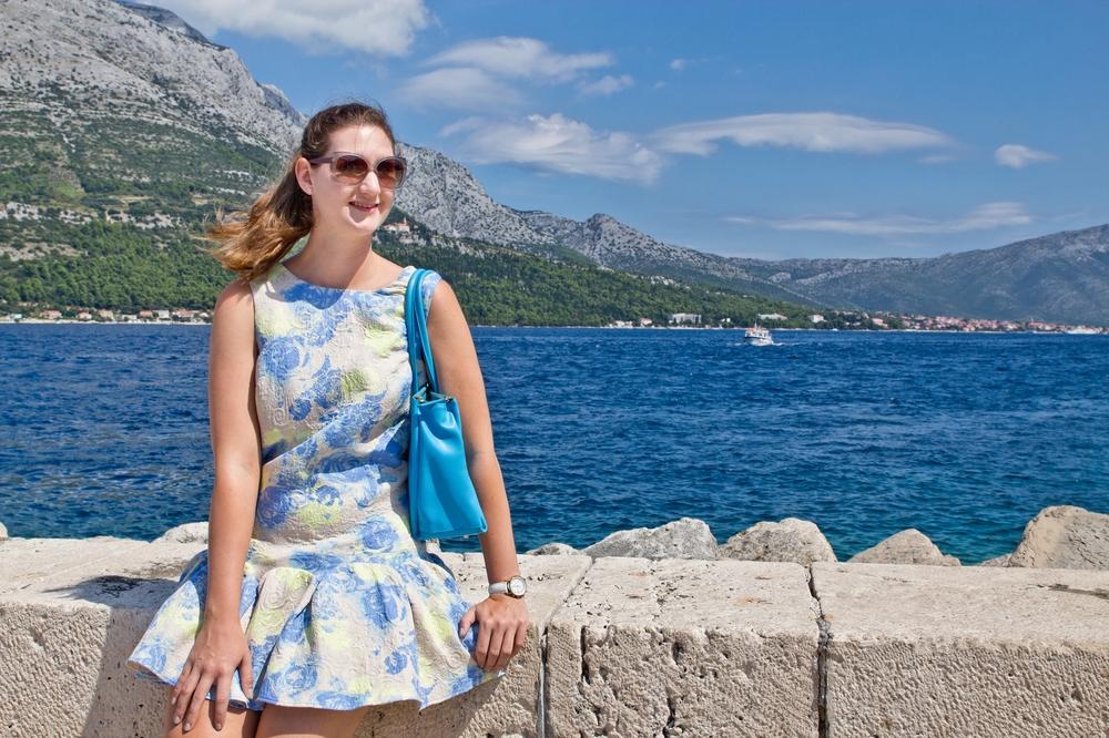 ms-europa-2_luxus_kreuzfahrt_korcula_kroatien_sommer-outfit_03