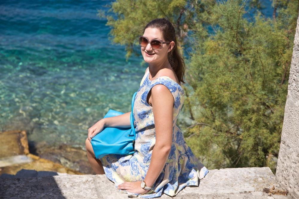 ms-europa-2_luxus_kreuzfahrt_korcula_kroatien_sommer-outfit_13