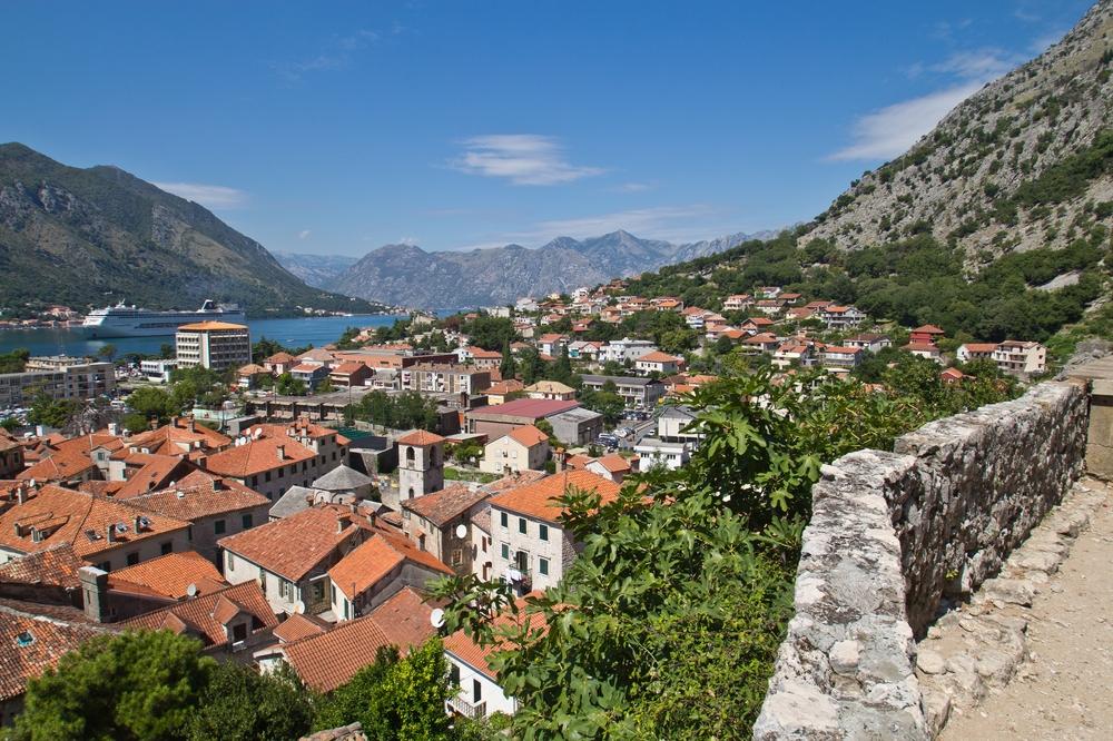 ms-europa-2_luxus_kreuzfahrt_kotor_montenegro_04