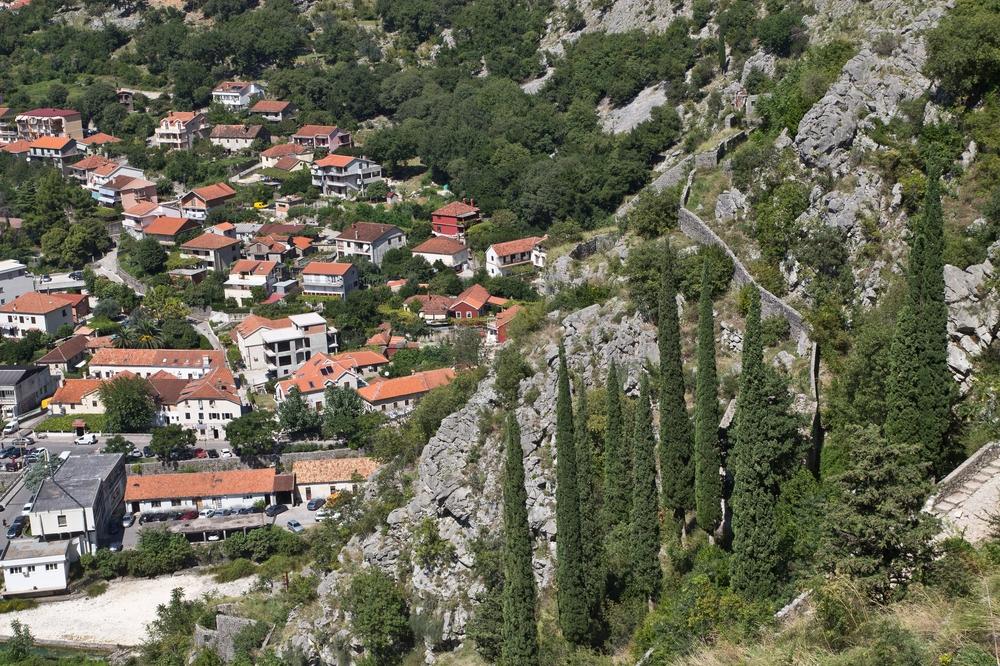 ms-europa-2_luxus_kreuzfahrt_kotor_montenegro_07