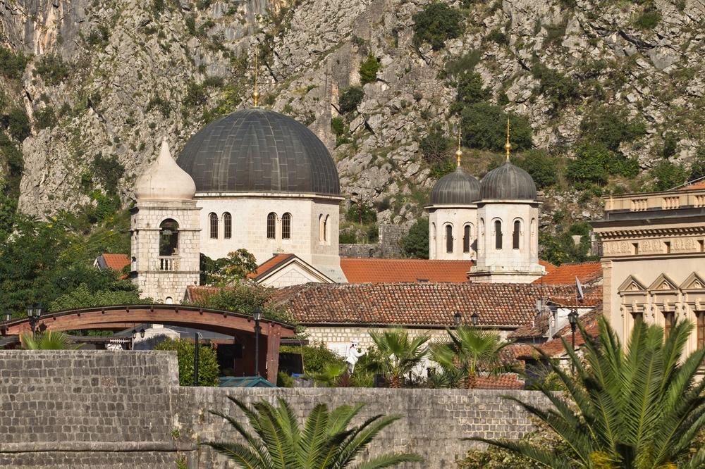 ms-europa-2_luxus_kreuzfahrt_kotor_montenegro_10