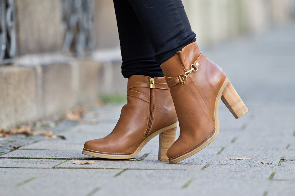 hello_munich_poncho_outfit_herbst_duo_boots-03