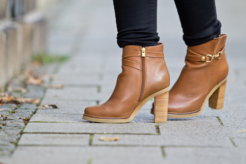 hello_munich_poncho_outfit_herbst_duo_boots-09