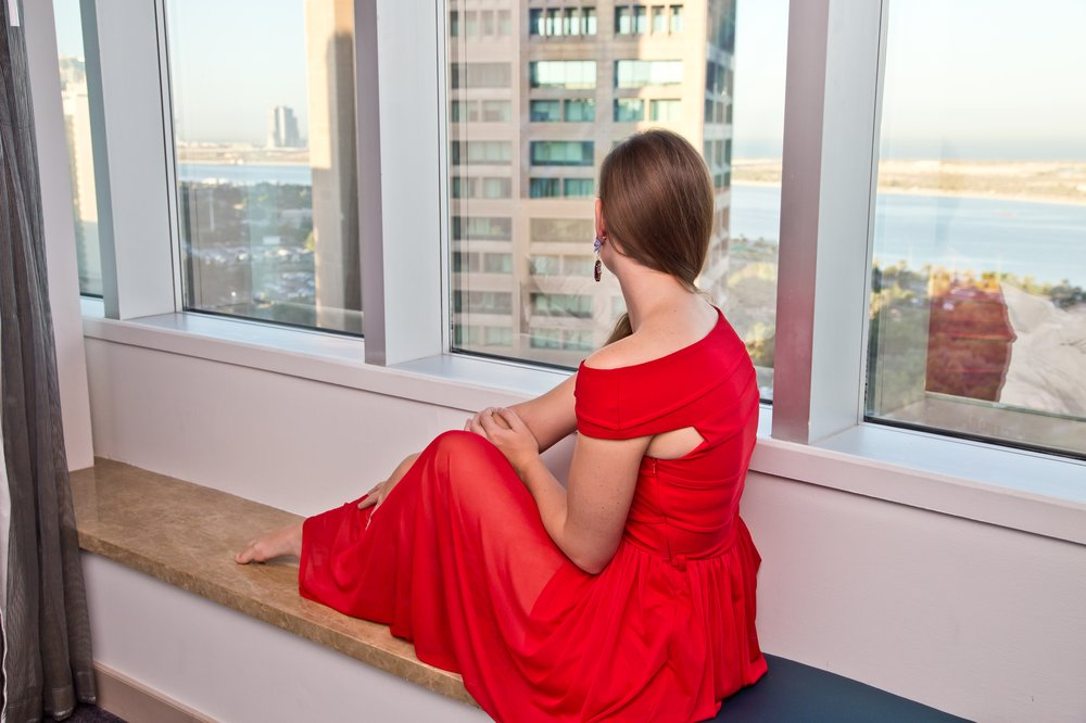 outfit_hotel_le-meridien_rotes_kleid_prada_outlet_05