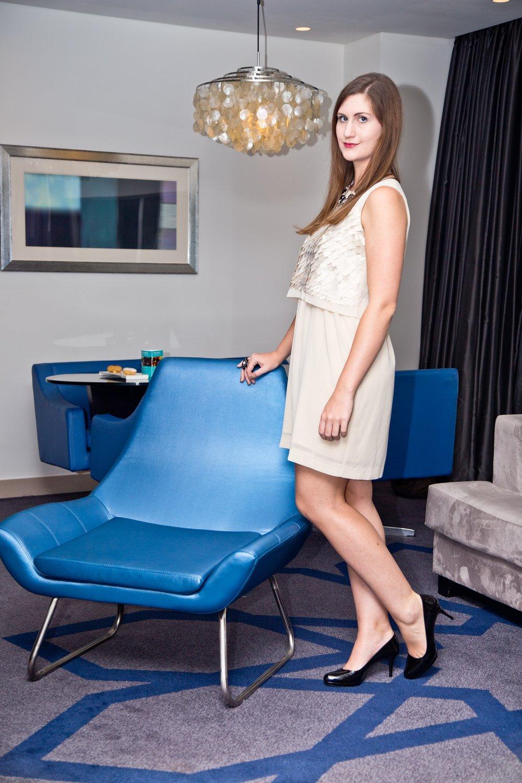 outfit_hotel_suite_le-meridien_ana-alcazar_kleid_prada_outlet_03