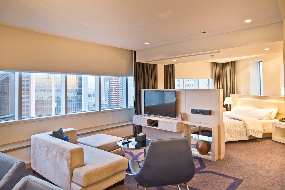 outfit_hotel_suite_le-meridien_ana-alcazar_kleid_prada_outlet_07