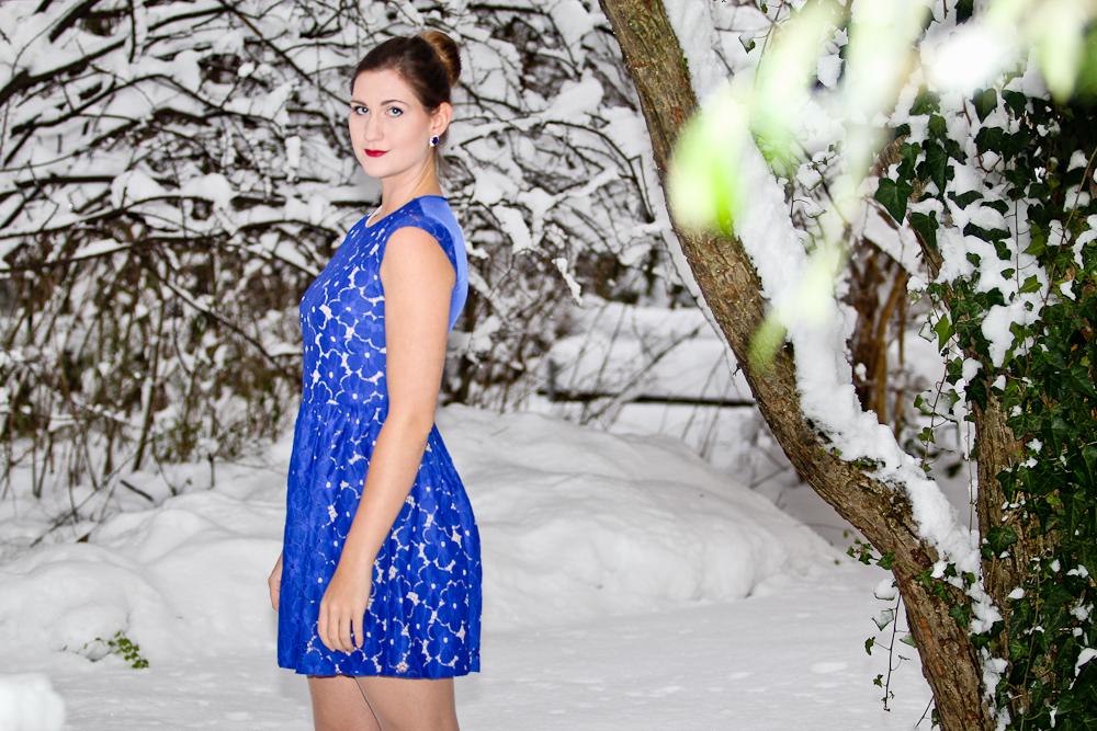 outfit_fashion-blog_oasis_dress_asos_lace_blue_03