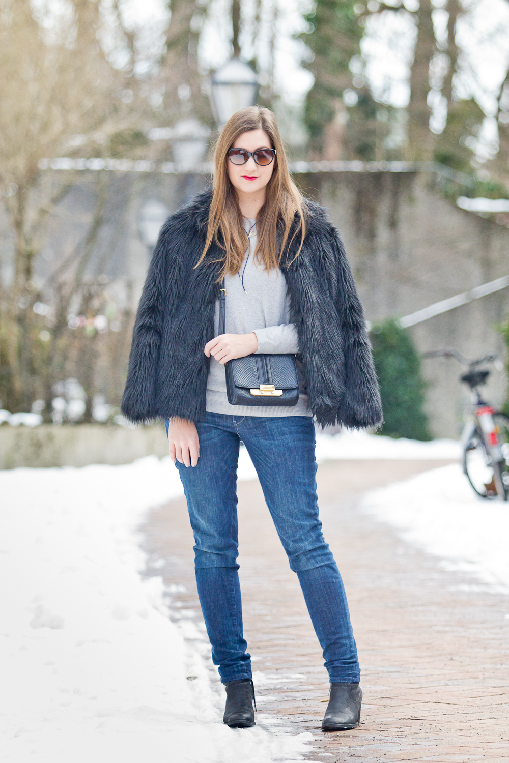 outfit_fake_fur_asos_rebecca_minkoff_mini_bag_winter_fashionblog_03