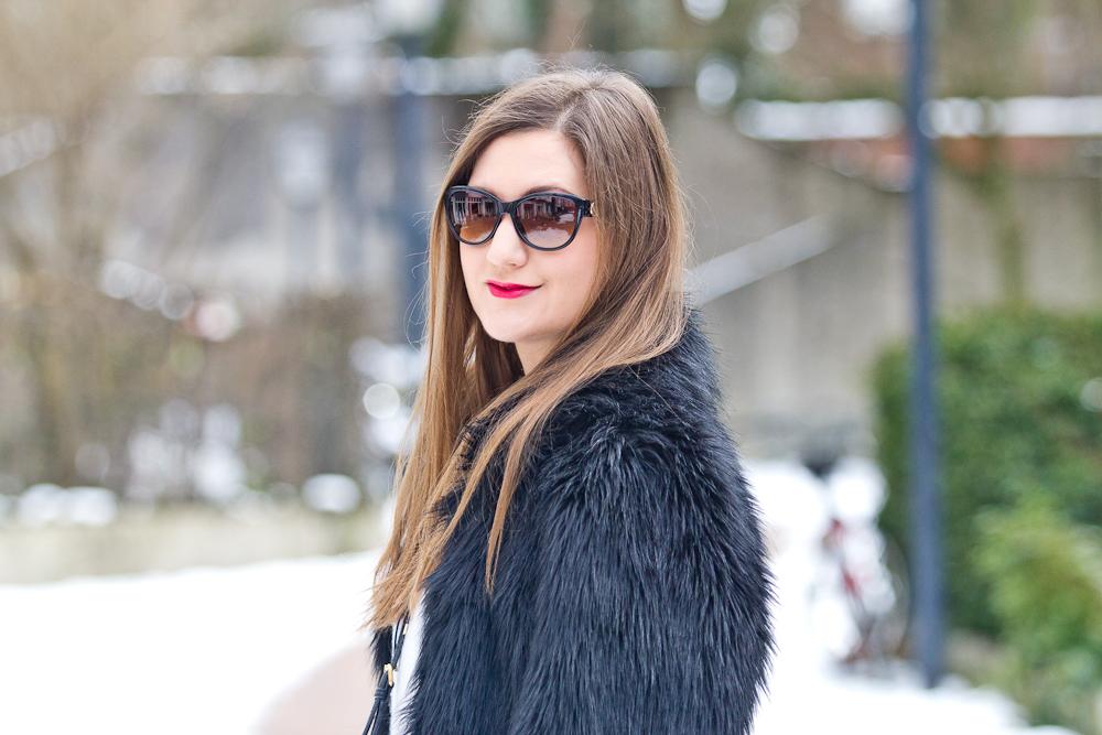 outfit_fake_fur_asos_rebecca_minkoff_mini_bag_winter_fashionblog_06