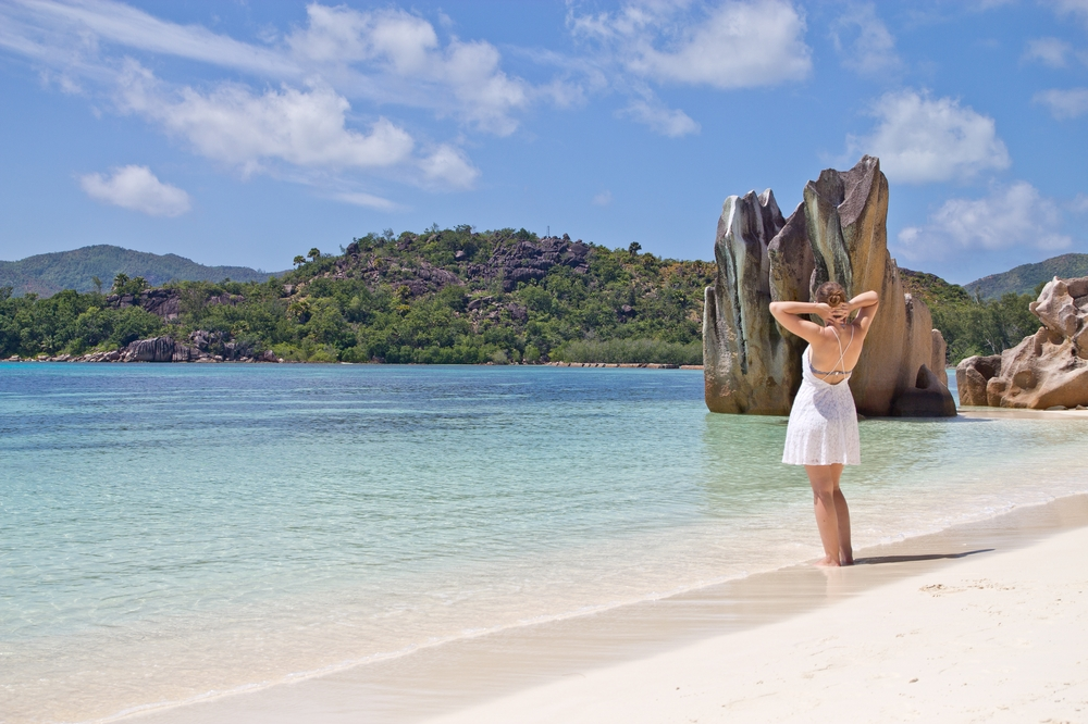 outfit_white_dress_seychellen_curieuse_island_03