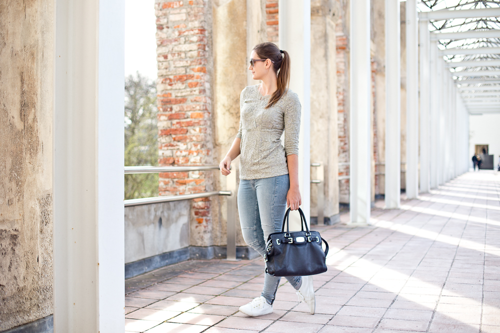 outfit_spring_fruehling_spitze_guess_jeans_jegging_gant_sneakers_michaelkors_04
