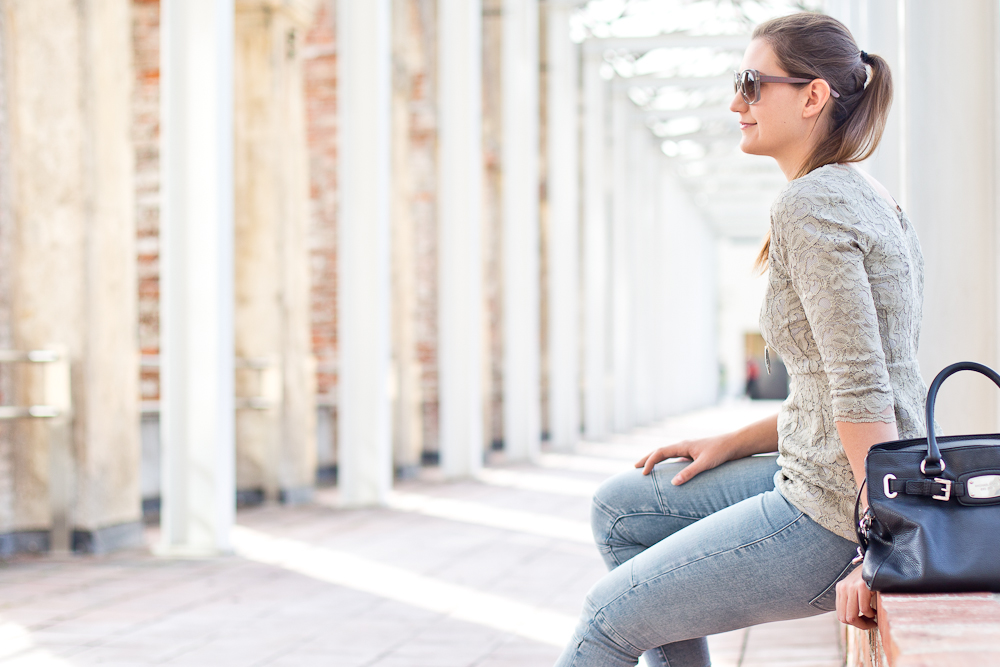 outfit_spring_fruehling_spitze_guess_jeans_jegging_gant_sneakers_michaelkors_05