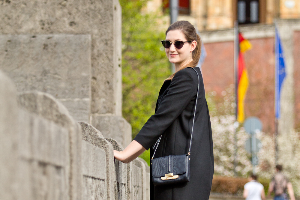 more_and_more_outfit_kleid_rebecca_minkoff_tasche_hallhuber_asos_03