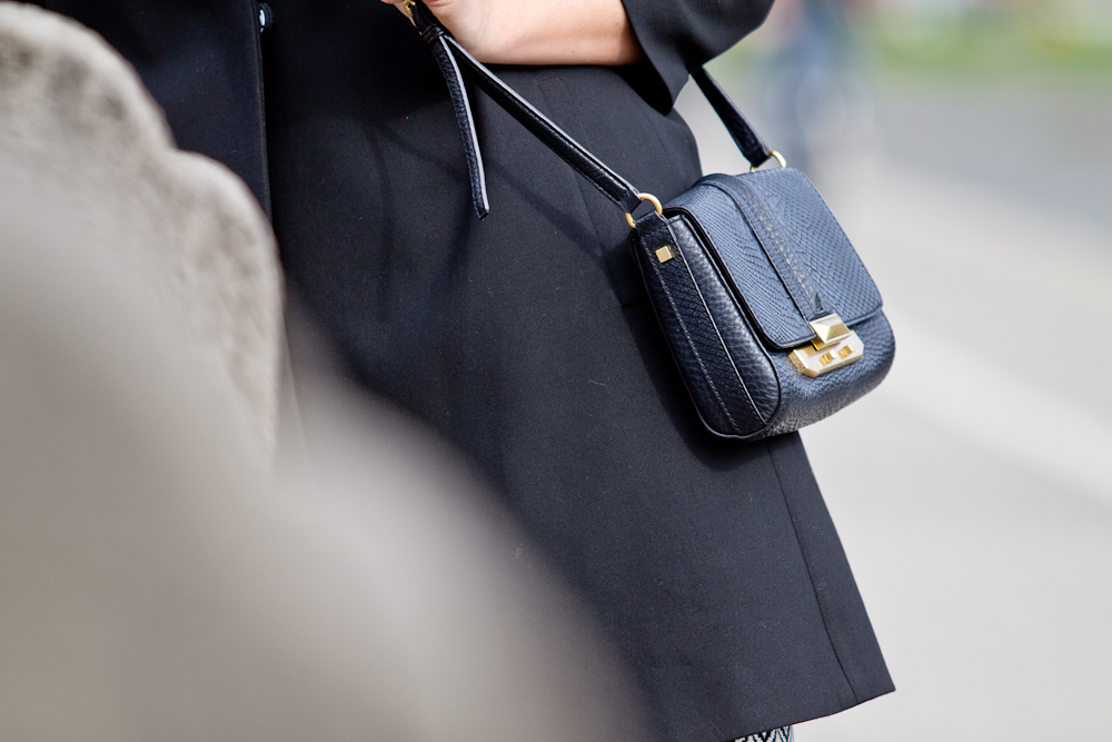 more_and_more_outfit_kleid_rebecca_minkoff_tasche_hallhuber_asos_06