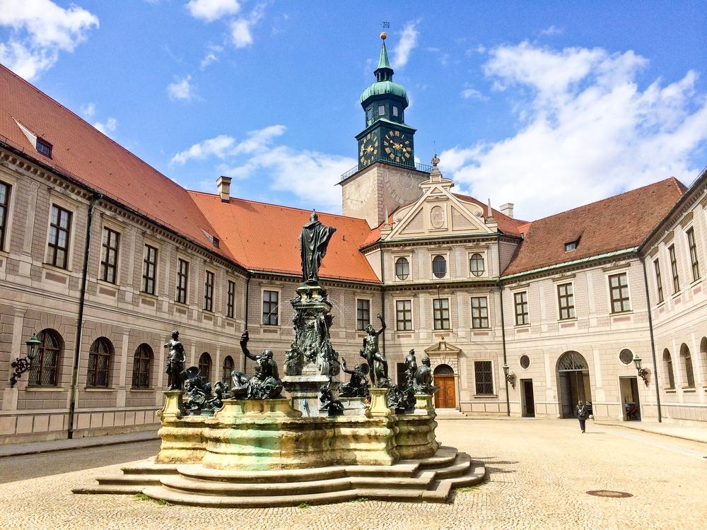 muenchen_fruehling_hofgarten_bayerische_staatskanzlei_nationalmuseum_sehenswuerdigkeiten_03