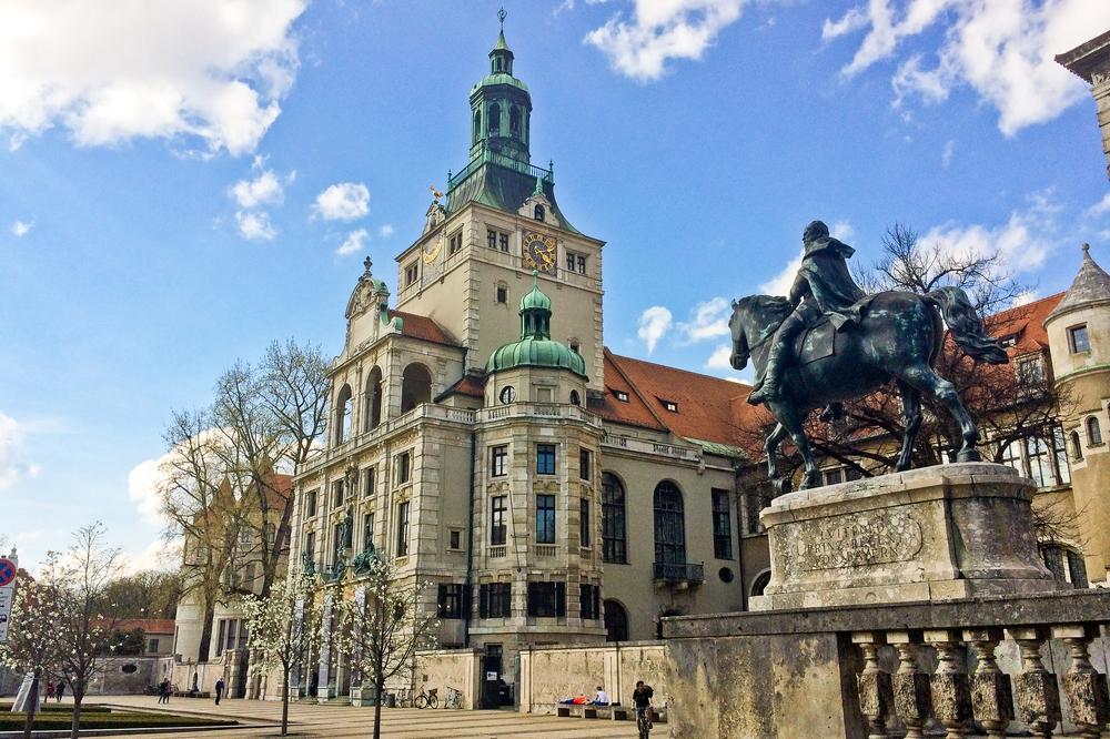 muenchen_fruehling_hofgarten_bayerische_staatskanzlei_nationalmuseum_sehenswuerdigkeiten_05