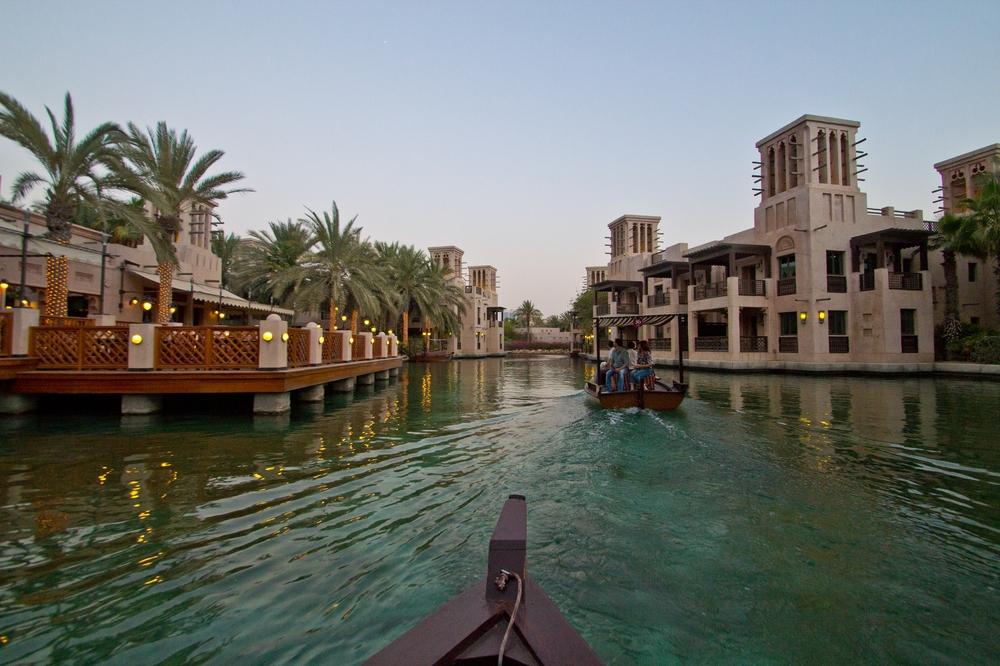 dubai_vae_burj_khalifa_armani_hotel_deli_restaurant_souk_madinat_hotel_27