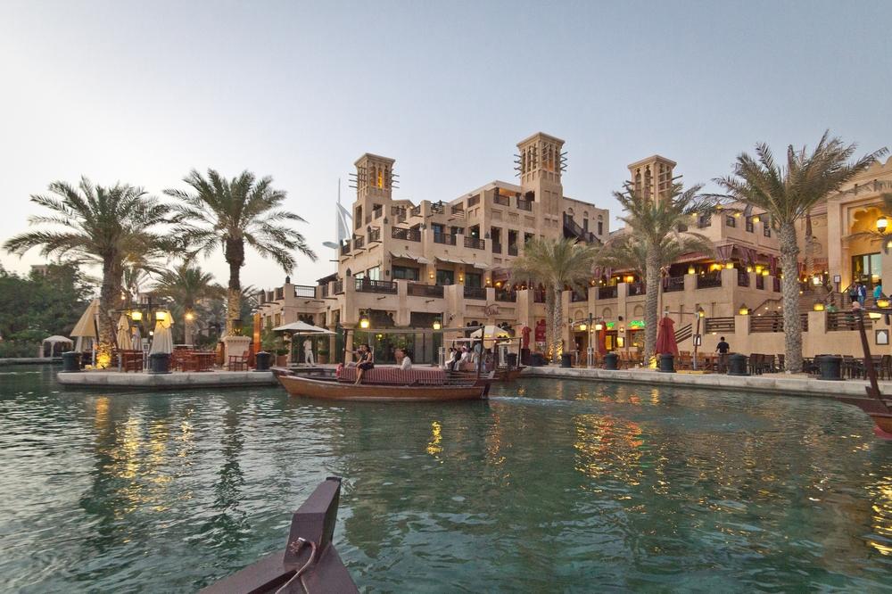 dubai_vae_burj_khalifa_armani_hotel_deli_restaurant_souk_madinat_hotel_29