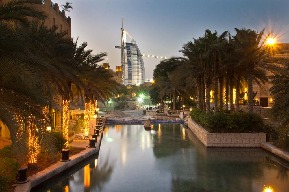 dubai_vae_burj_khalifa_armani_hotel_deli_restaurant_souk_madinat_hotel_30