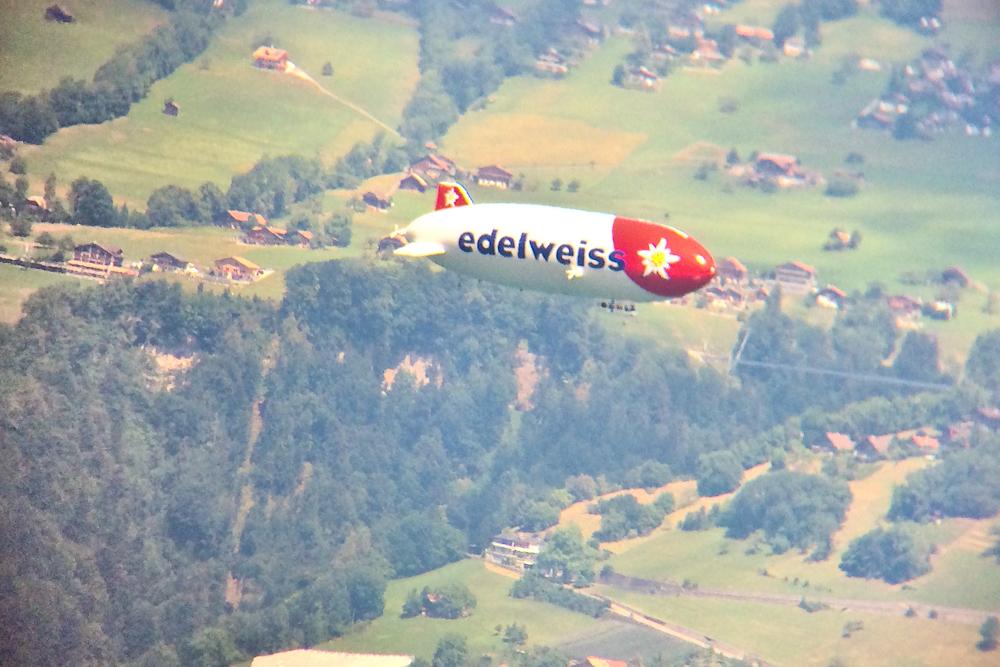 schweiz_thuner_see_berner_oberland_aeschi_aeschiried_niesen_zeppelin_02