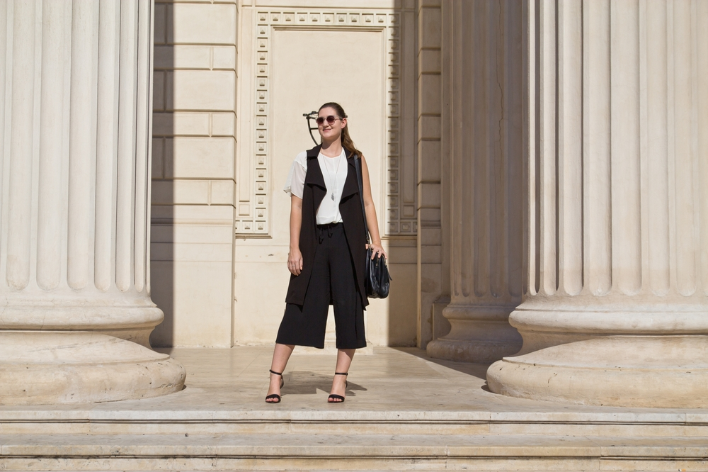 bukarest_outfit_fashion_blog_lange_weste_herbst_culotte_more_and_more_hallhuber_07