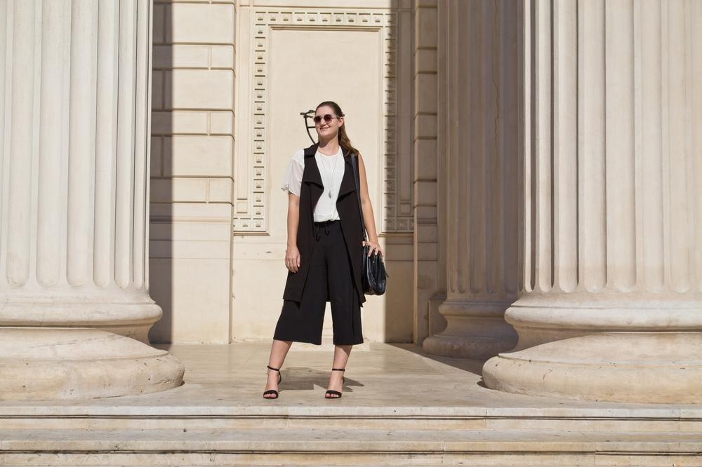 bukarest_outfit_fashion_blog_lange_weste_herbst_culotte_more_and_more_hallhuber_07