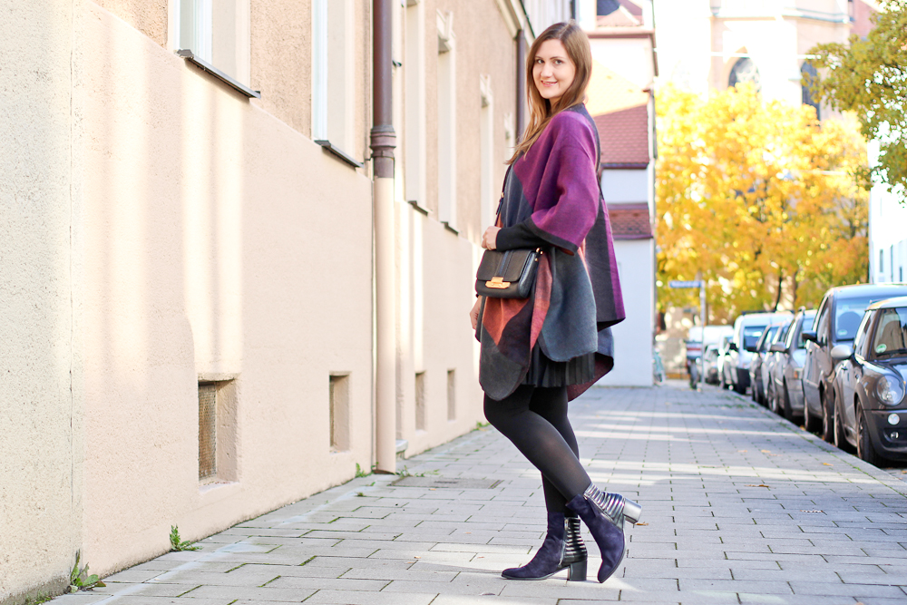 poncho_cape_herbst_outfit_rebecca_minkoff_tasche_tamaris_stiefeletten_06
