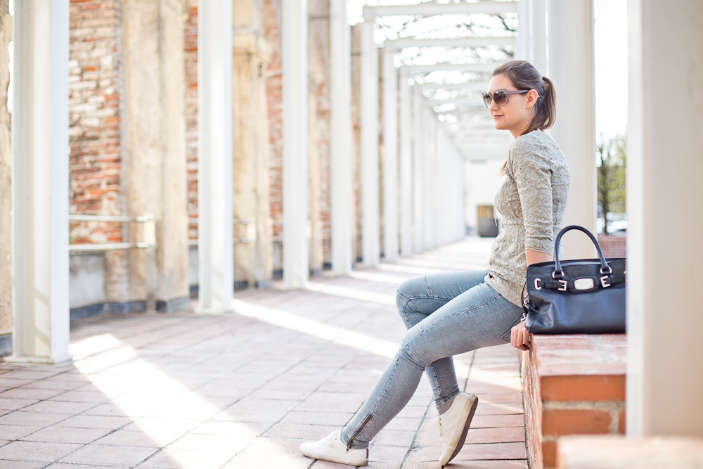 fashion_blog_muenchen_modeblog_outfit_look_hallhuber_marc_jacobs_furla_sneakers_guess_tamaris_01