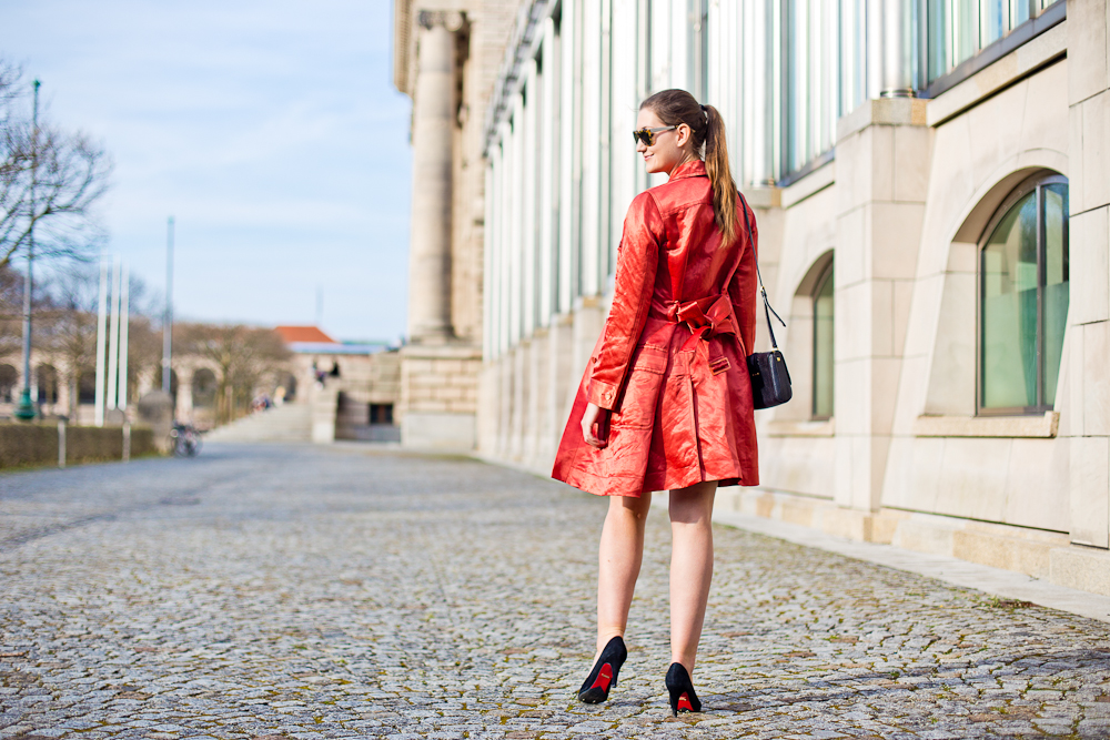 fashion_blog_muenchen_modeblog_outfit_look_hallhuber_marc_jacobs_furla_sneakers_guess_tamaris_02