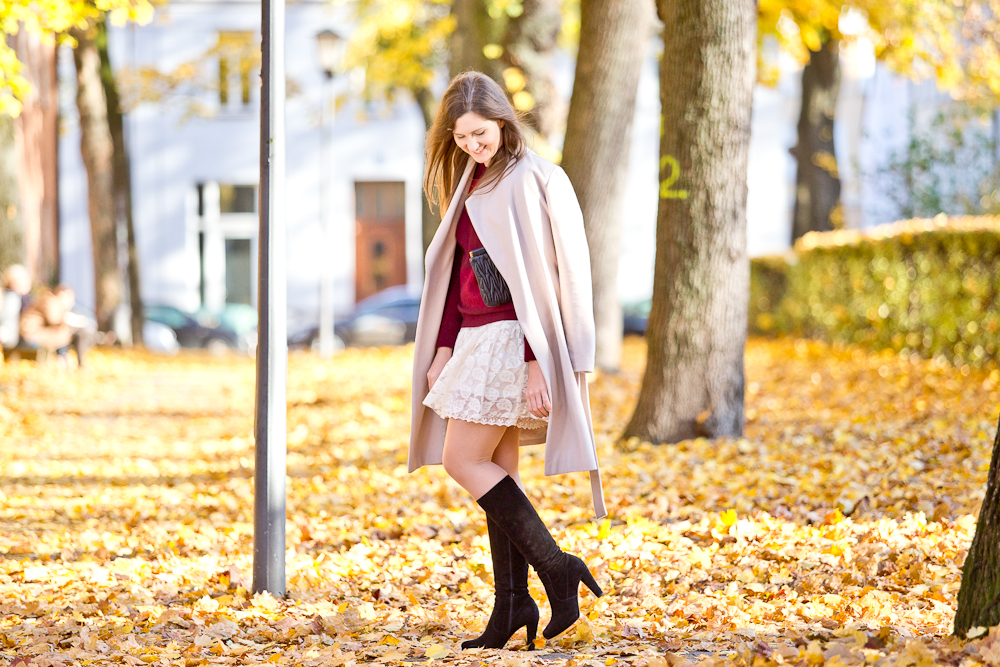 fashion_blog_muenchen_modeblog_outfit_look_hallhuber_molly_bracken_karl_lagerfeld_poncho_cape_bomboogie_rebecca_minkoff_furla_2
