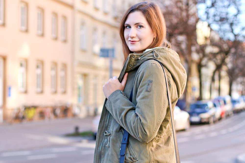 outfit_bomboogie_parka_karl_kagerfeld_tasche_klassik_bag_poi_lei_boots_03