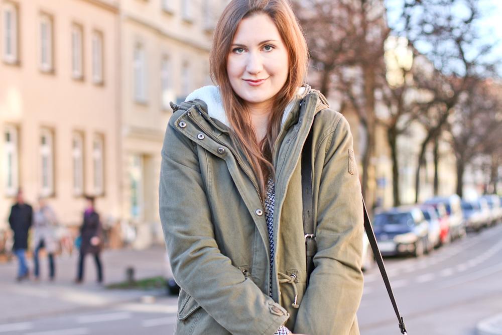 outfit_bomboogie_parka_karl_kagerfeld_tasche_klassik_bag_poi_lei_boots_04