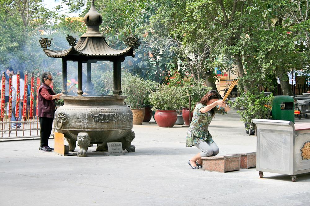 hongkong_china_blog_reiseblog_reisetagebuch_lantau_lamma_island_big_buddha_temple_10000_buddhas_avenue_stars_nan_lian_garden_09