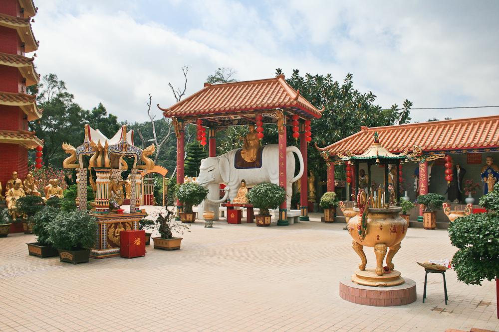 hongkong_china_blog_reiseblog_reisetagebuch_lantau_lamma_island_big_buddha_temple_10000_buddhas_avenue_stars_nan_lian_garden_15