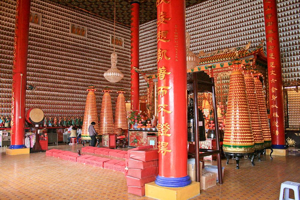 hongkong_china_blog_reiseblog_reisetagebuch_lantau_lamma_island_big_buddha_temple_10000_buddhas_avenue_stars_nan_lian_garden_17
