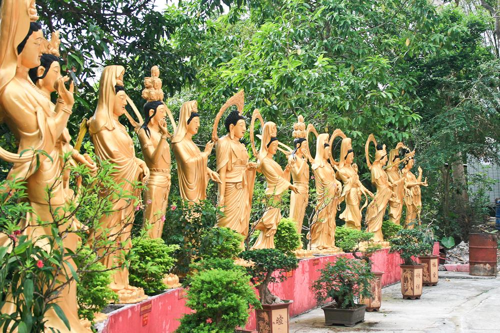hongkong_china_blog_reiseblog_reisetagebuch_lantau_lamma_island_big_buddha_temple_10000_buddhas_avenue_stars_nan_lian_garden_18