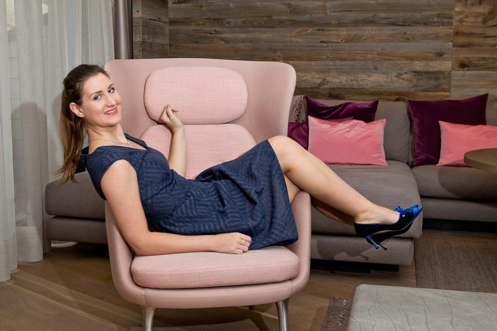 outfit_fashionblog_muenchen_benetton_kleid_blau_elegant_business_buero_manolo_blahnik_kaufen_04