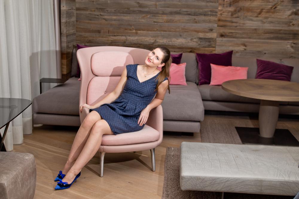 outfit_fashionblog_muenchen_benetton_kleid_blau_elegant_business_buero_manolo_blahnik_kaufen_05