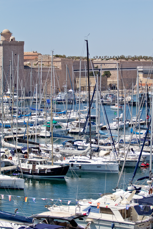 marseille_suedfrankreich_reiseblog_roadtrip_vieux-port_sacre-coeur-de-la-garde_radisson_blu_pool_dach_25