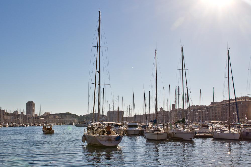 marseille_suedfrankreich_reiseblog_roadtrip_vieux-port_sacre-coeur-de-la-garde_radisson_blu_pool_dach_29