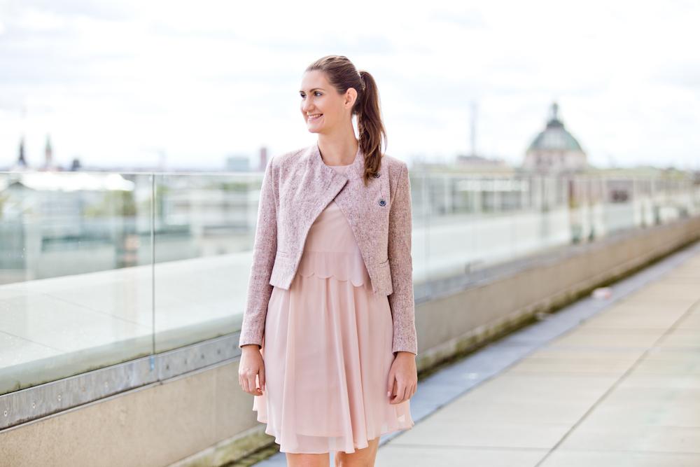 muenchen_dachterrasse_cafe_vorhoelzer_tum_brunch_modeblog_fashion_blog_03