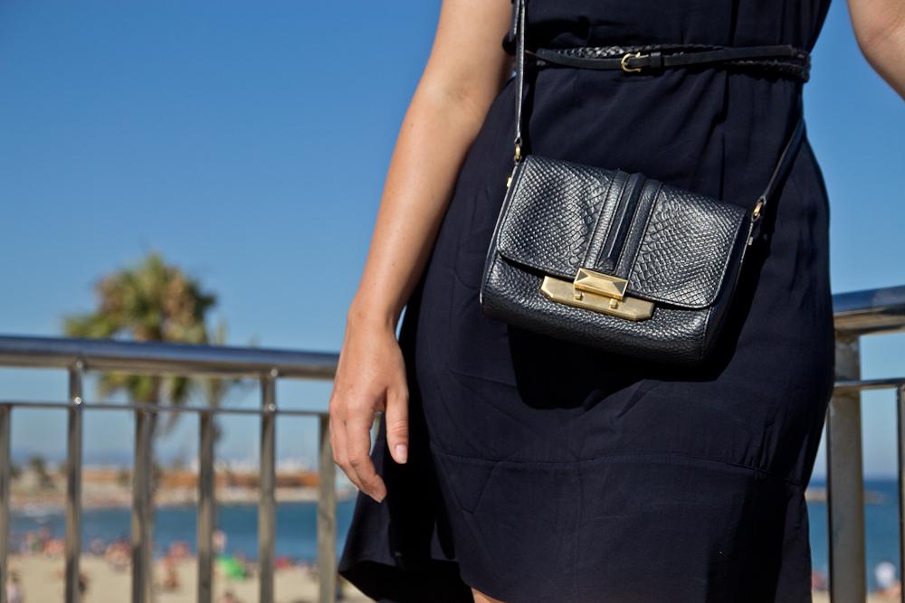 outfit_barcelona_strand_kleid_rebecca_minkoff_modeblog_muenchen_07
